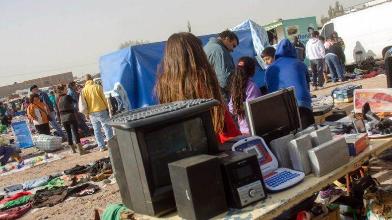 Secuestran celulares de alta gama en la feria de Unión de Mayo