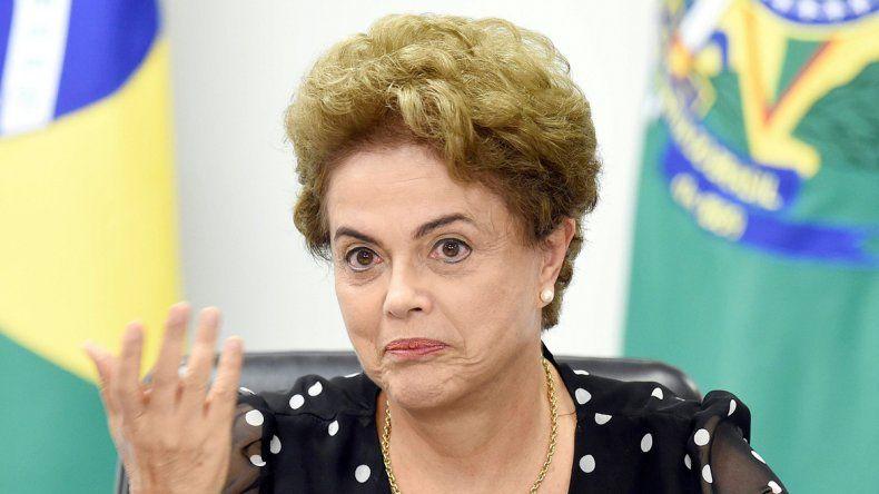 La presidenta volvió a criticar la forma en que fue obligado a declarar Lula.