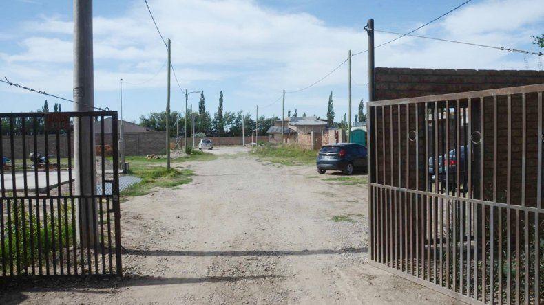 El reciente loteo en la zona de Valentina Sur tiene un portón de acceso