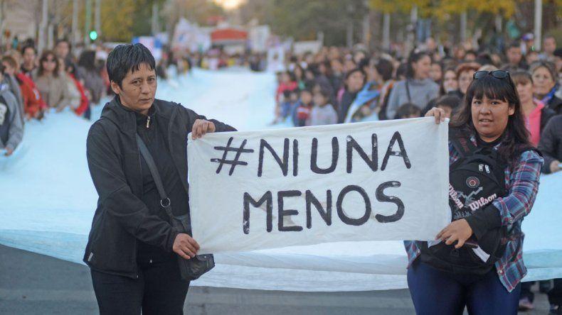 {altText(La multitudinaria marcha el 3 de junio de 2015 por #NiUnaMenos.,Neuquén se suma al paro nacional de mujeres )}