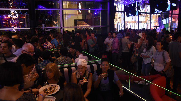 El bar Johnny B. Good abrió sus puertas en el Alto Comahue Shopping