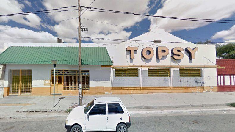 El asalto se registró esta tarde en el Topsy de calle Carlos H. Rodríguez de Cutral Co