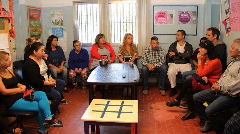 La reunión entre autoridades de Salud y vecinos de San Lorenzo Sur.