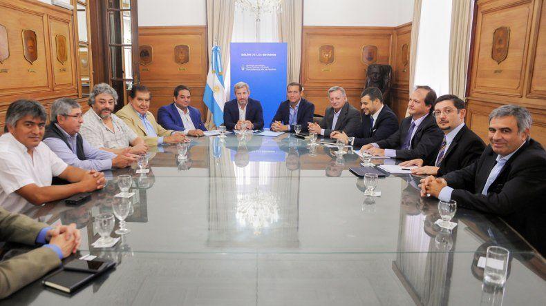 El gobernador neuquino aseguró que las medidas que se negocian protegerán el empleo en la provincia.