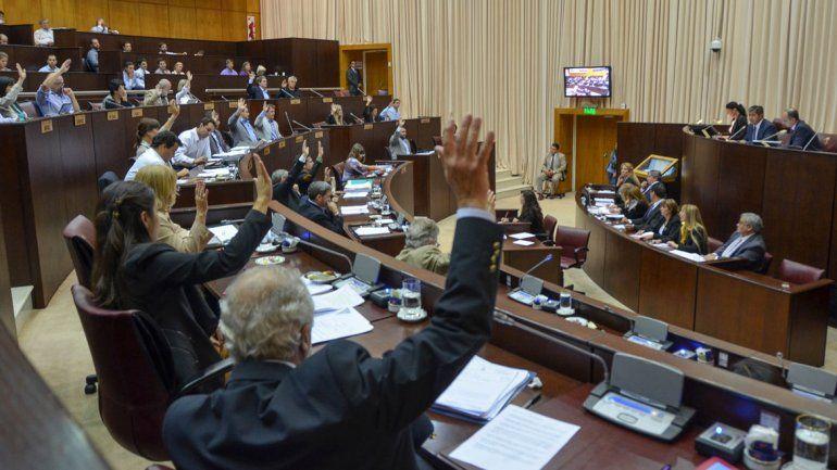 Primera sesión de la Legislatura neuquina de 2016.