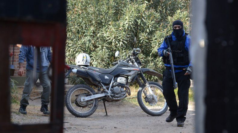 La Policía realiza un megaoperativo en cuatro barrios de Plottier