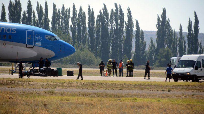 Descartan explosivo en avión que iba a Bariloche y bajó en Neuquén