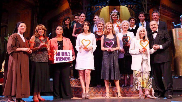 Mónica Astorga recibió el premio Filomena Marturano