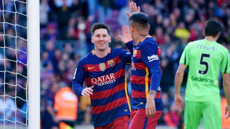 Messi y Neymar celebran uno de los seis tantos del Blaugrana.