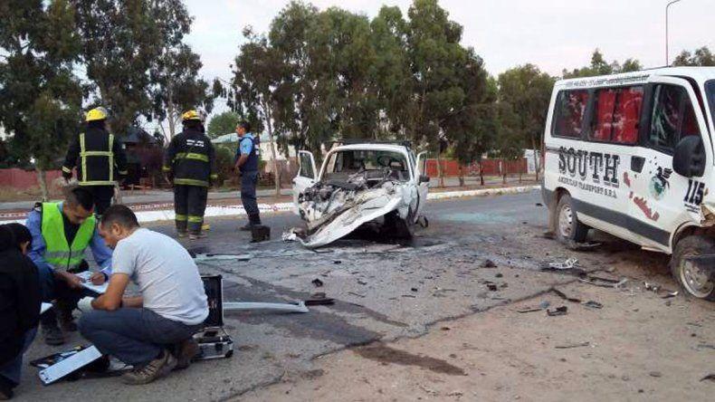 El Fiat 147 terminó prácticamente destruido tras el accidente.