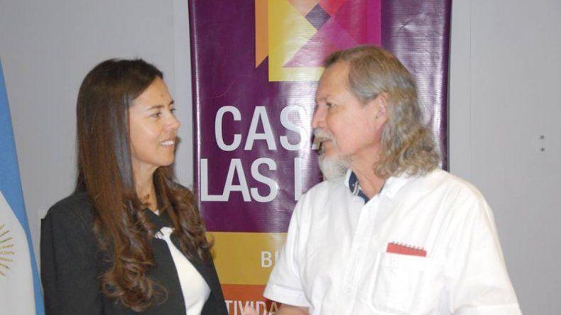 El escritor Dante Medina Magaña junto a la directora del Complejo Cultural Casa de las Leyes
