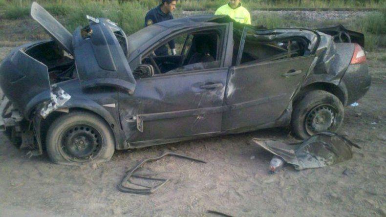 El Renault Megane quedó destruido tras el impacto contra la columna.