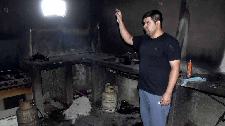 Con una molotov, les quemaron el merendero y ahora piden ayuda