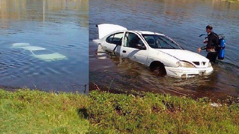 Se hicieron presentes buzos para sacar el vehículo del agua