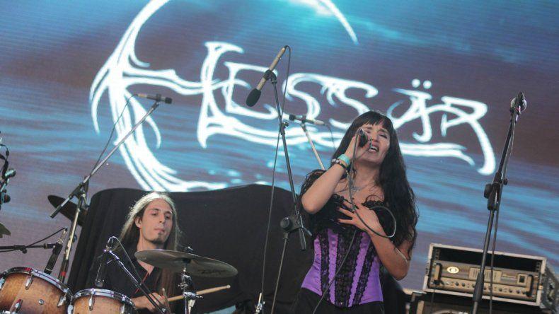 Alejandra Barro encabeza el grupo de metal sinfónico Elessär.