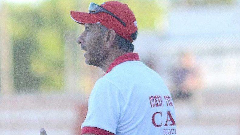 El entrenador se fue muy caliente con el rendimiento de su equipo.