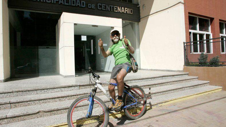 Gerardo fue a buscar a su amigo al Municipio