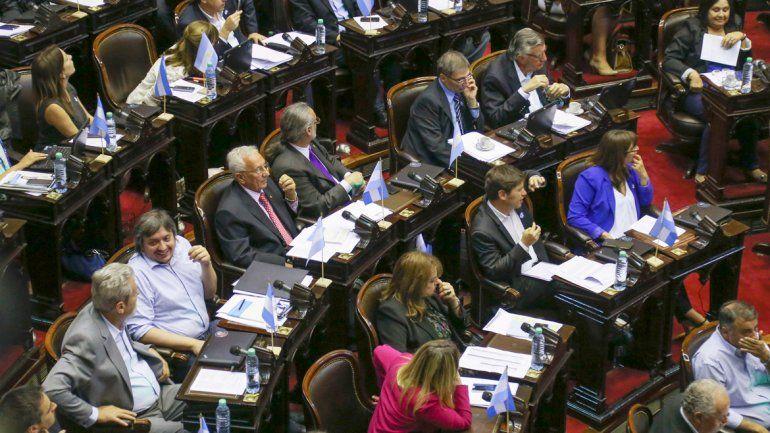Los diputados en plena sesión.