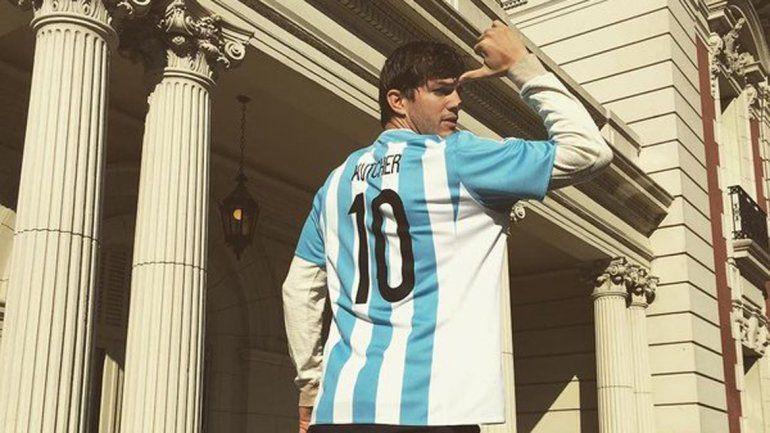 Ashton Kutcher se puso la camiseta de la Selección