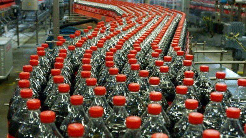 Las embotelladoras se verán obligadas a bajar el nivel de azúcar.