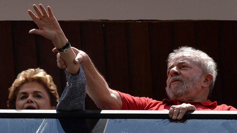 Dilma Rousseff junto a su padrino político