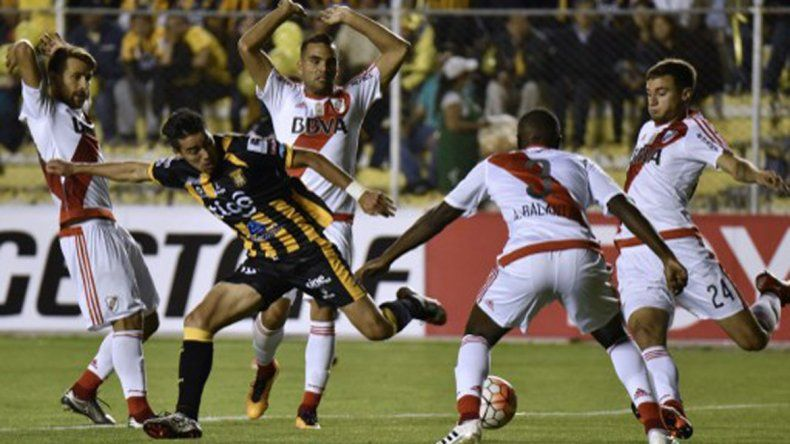 Sobre el final, River empató con The Strongest en La Paz