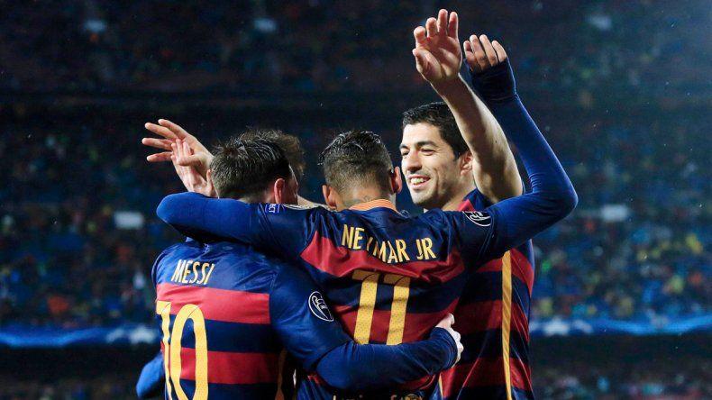 El festejo de Lionel tras su golazo. Suárez y Neymar también anotaron.