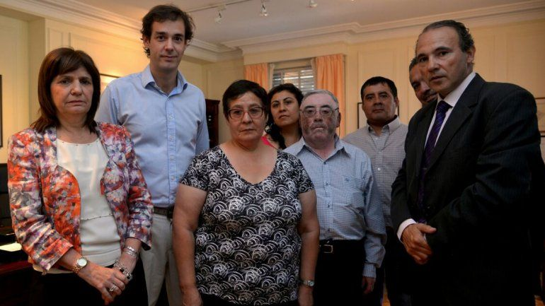 Caso Aigo: la ministra Bullrich recibió a familiares del sargento