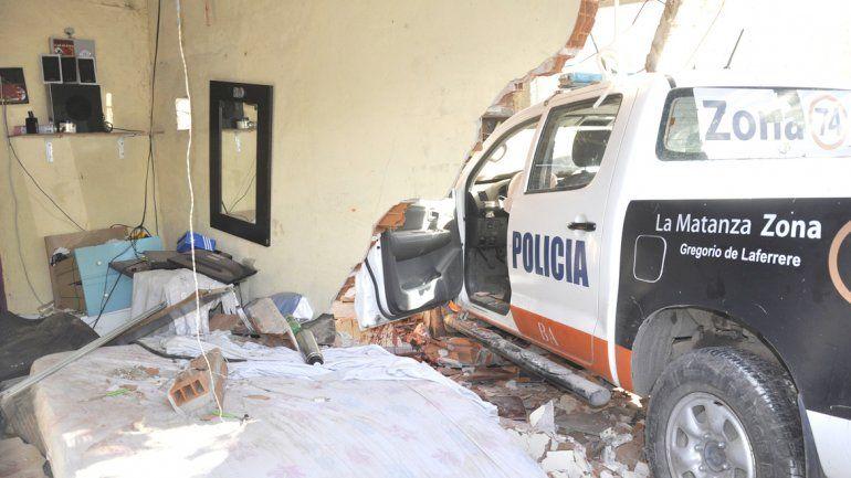 La camioneta de la Bonaerense incrustada en el dormitorio donde dormía el joven Damián Villalba de 29 años