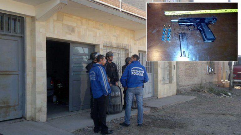 El allanamiento se realizó en tres viviendas del barrio Villa Ceferino.