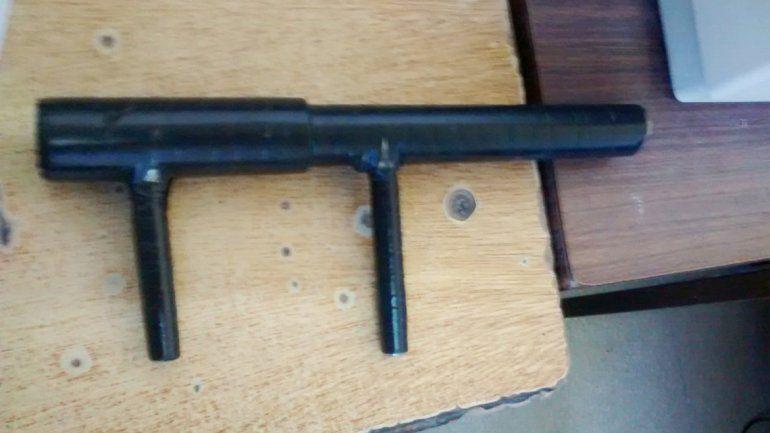 Una de las armas secuestradas era una tumbera.