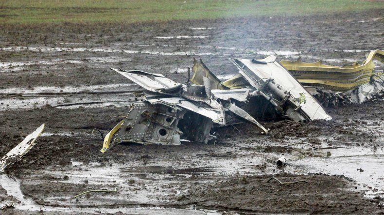 Los restos del Boeing 737-800 de la compañía Flydubai en la pista del aeropuerto de Rostov del Don.