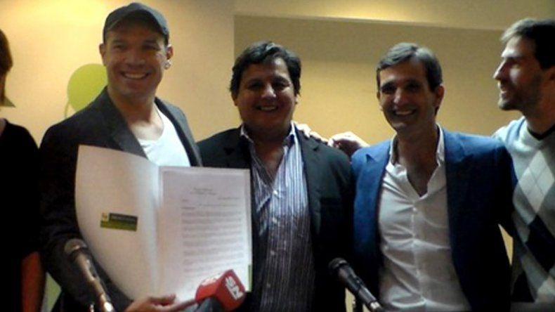 El ex boxeador visitó Neuquén y recibió un agasajo en el Concejo.