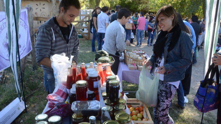 La feria exhibió la producción de los alumnos del centro agropecuario.
