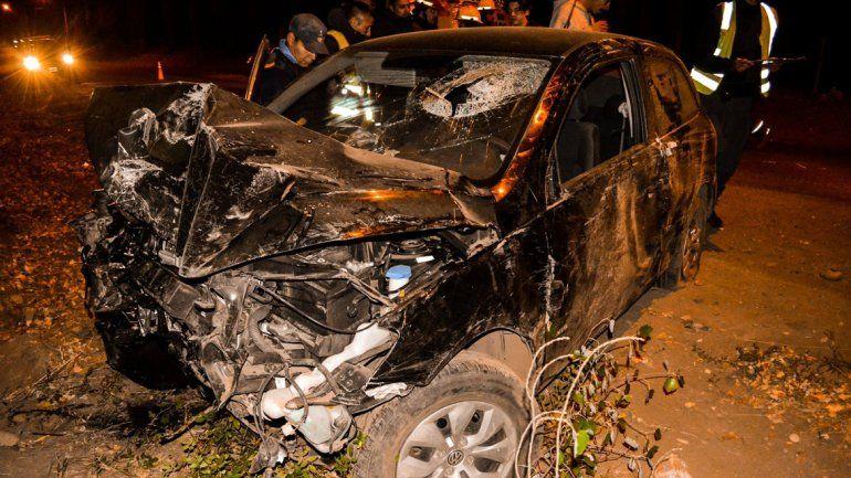Borracho sacó el auto sin permiso y cayó por un barranco