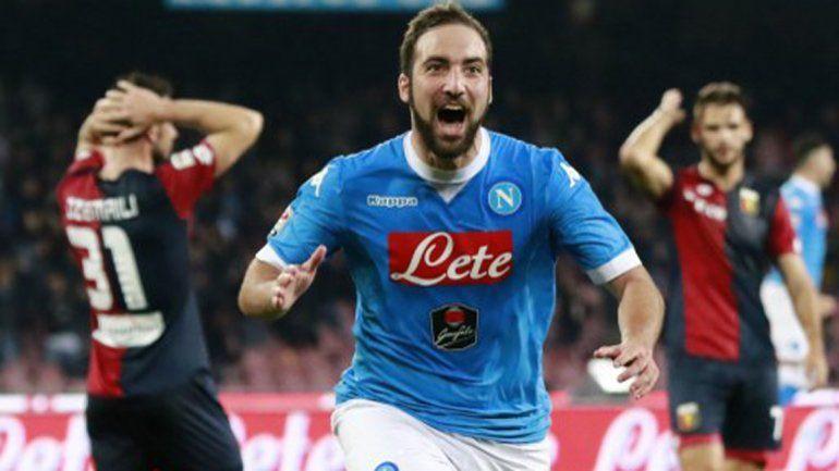 Con dos goles de Higuaín, el Napoli ganó y se acerca a la cima