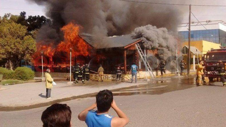 Un bombero murió cuando combatía un incendio en un bar