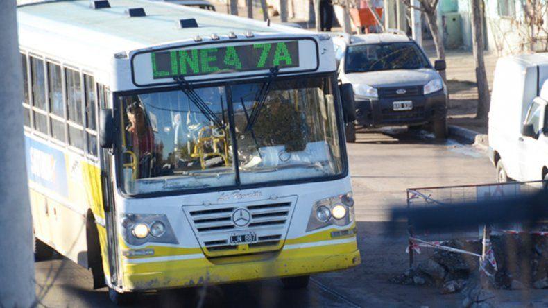 Tras una noche de caos, ataques y cortes, se normaliza el servicio de coles en Cuenca XV