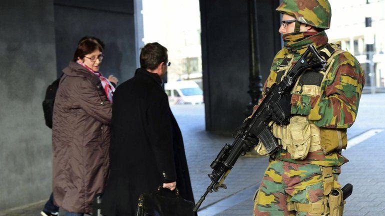 La Policía busca a los sospechosos por los atentados.