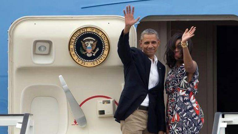 Obama y Michelle saludan al pueblo cubano y parten rumbo a Argentina.