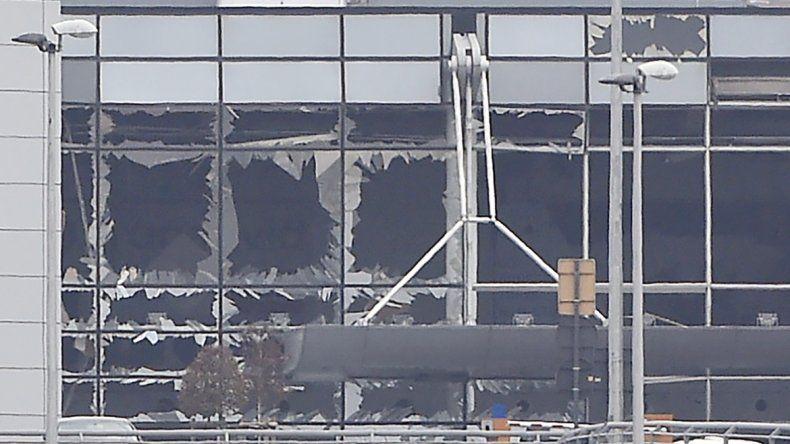 Los escenarios de los ataques de terroristas del Estado Islámico fueron una estación de Metro y el Aeropuerto de Bruselas. Hubo una rápida condena internacional a los atentados.