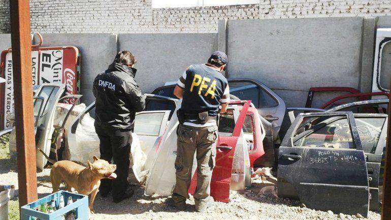 La Policía Federal allanó el local de calle Independencia al 500.