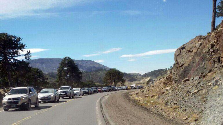 La cola de vehículos alcanzaba los 30 kilómetros.