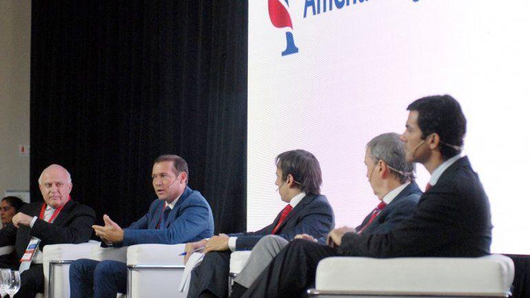 Gutiérrez expuso junto a los gobernadores Juan Schiaretti (Córdoba)