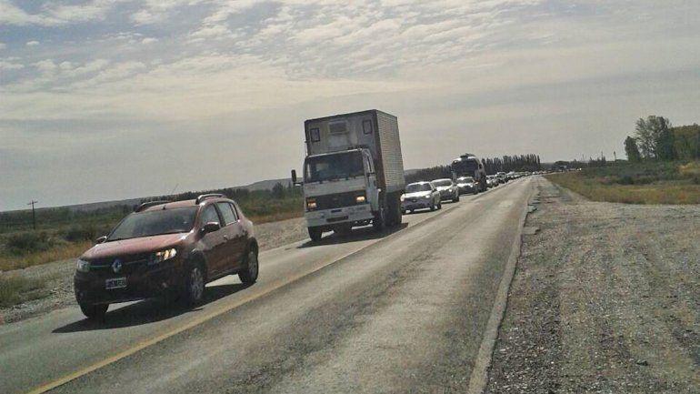 Entre las 8 y las 11 se formaron extensas colas de autos sobre la Ruta 22.