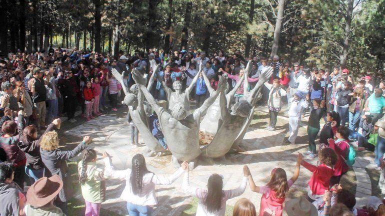 Las esculturas del Vía Christi pertenecen al arquitecto Alejandro Santana.
