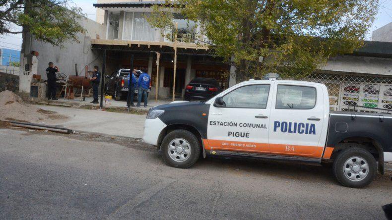 Ayer durante el procedimiento conjunto que hicieron la Policía bonaerense y la neuquina en la casa de los gitanos.