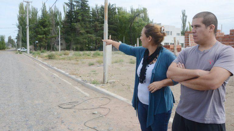 Los vecinos reclaman la apertura de la calle Los Álamos.