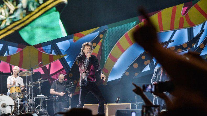 Jagger canta y el público disfruta.