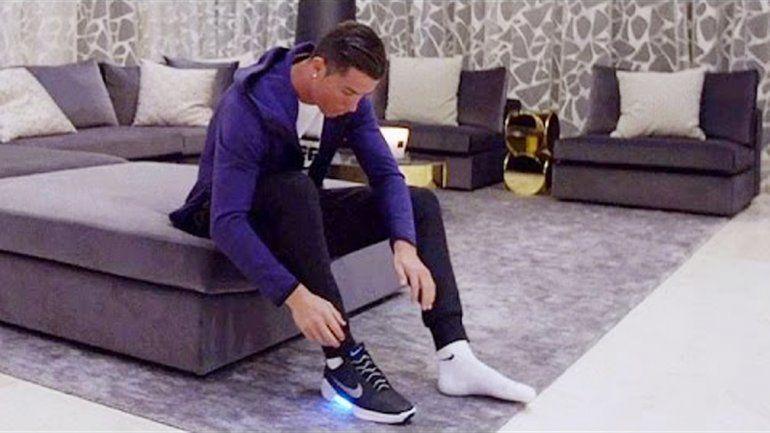 Ronaldo presumió en las redes de ser el primero en testearlas.